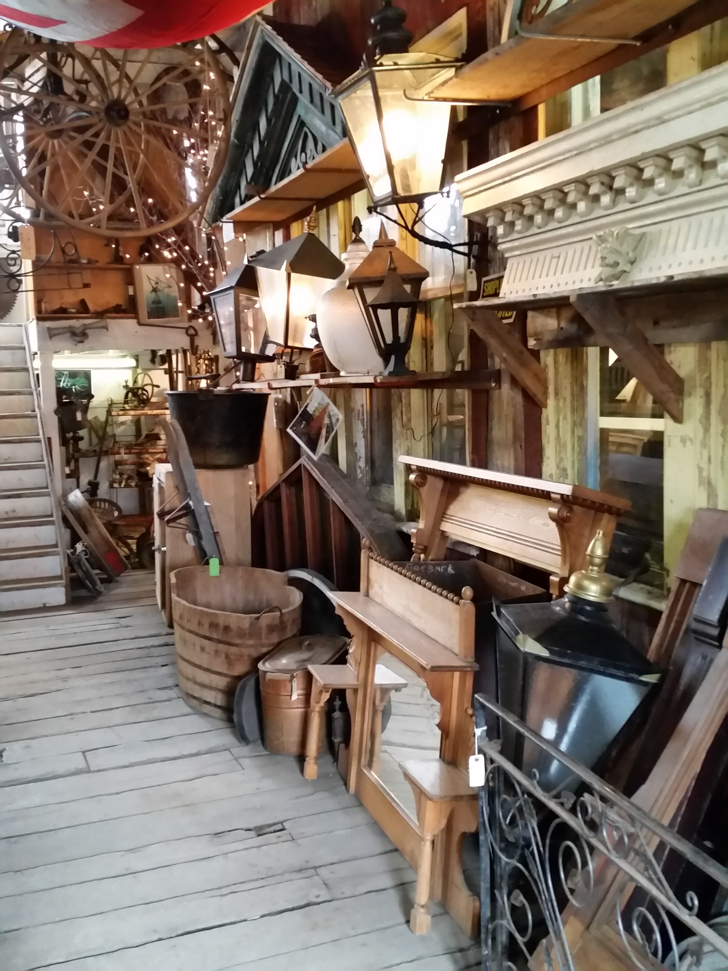 Wagon wheels, a wooden bathtub and other glorious finds.