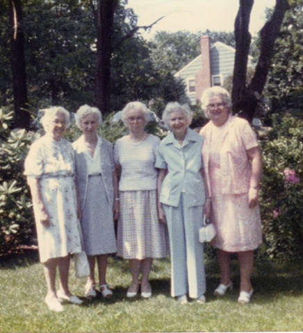 Here is Evelyn with her four sisters. Aren't they delightful??