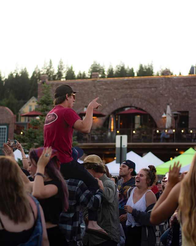 It's Thursday, you know what that means! • Head to #DowntownTruckee at 5pm for another great #TruckeeThursdays • 📷: @d.westphotography