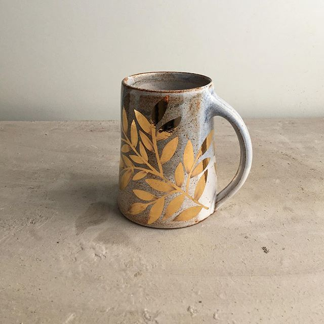 The light today was perfect. It's felt like spring for the past couple of days, I feel so thankful for the sun and the longer days. Pictured one of my mugs, which I will be sending to it's owner this week 😊 I can't explain how wonderful it feels to be producing pottery again.
