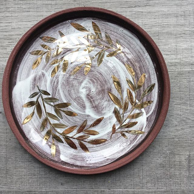A plate I made last week. It's sparking off new ideas, and I'm looking forward to working with red clay more...❤️