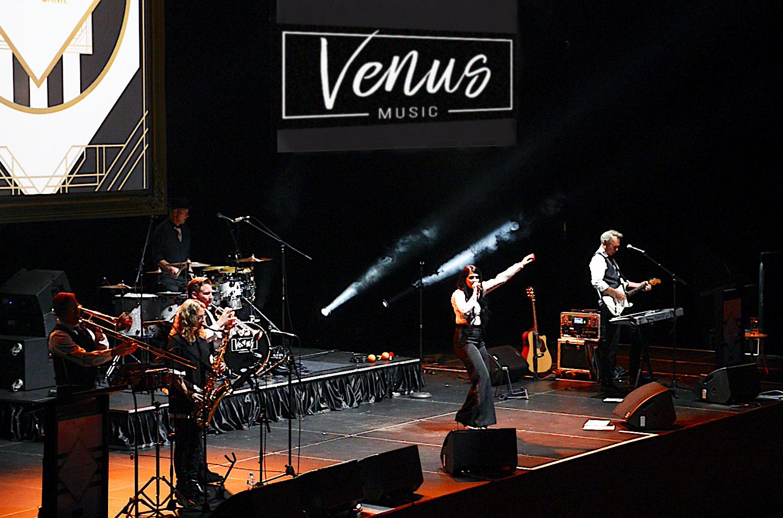 Venus-Band-stage-1.jpg