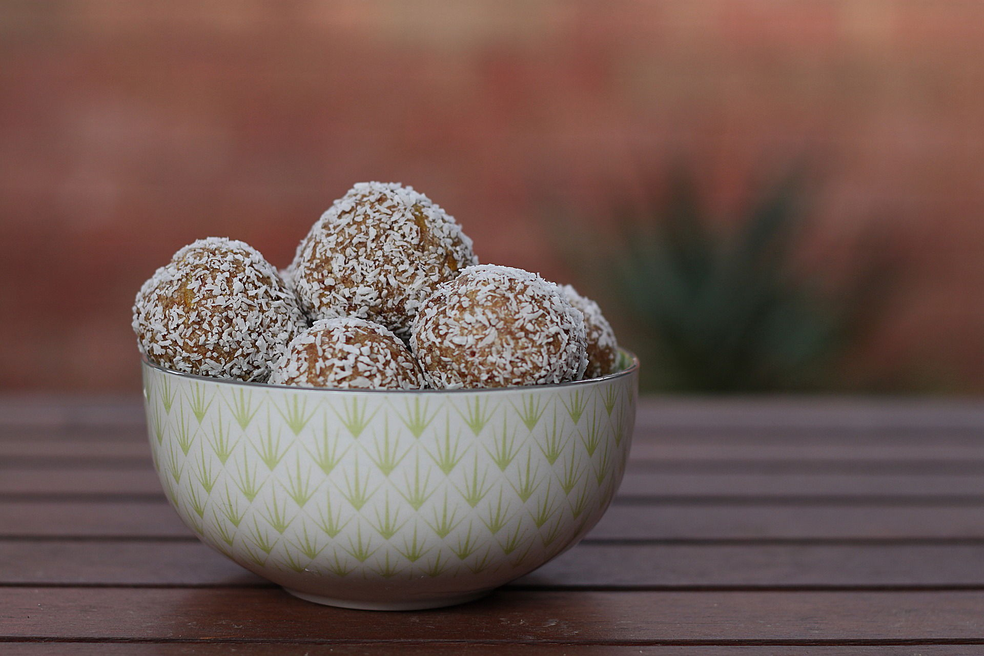 Raw nut and date cacao protein balls
