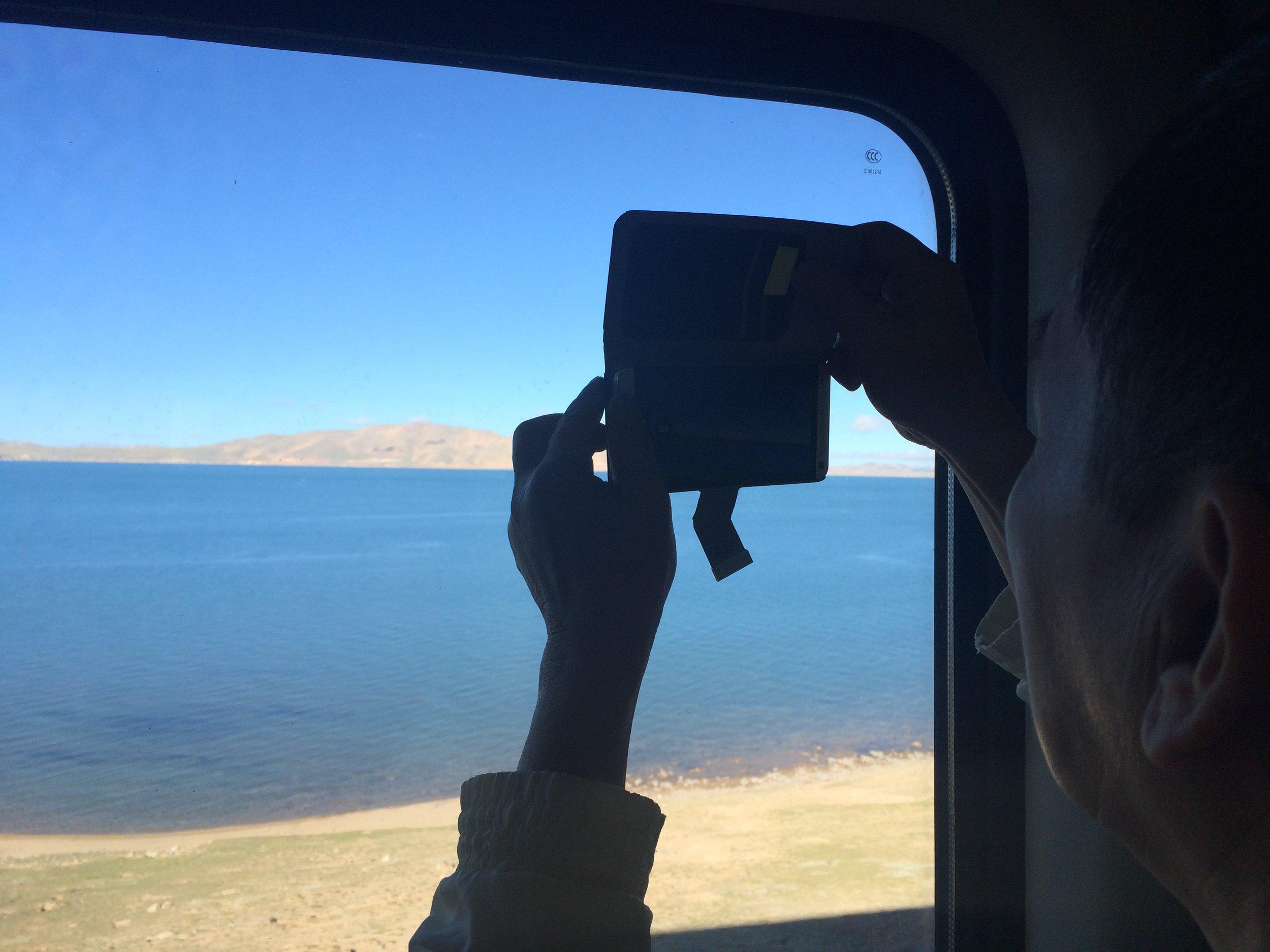 想要无反射阴影的照片,记得把镜头贴在玻璃上喔~