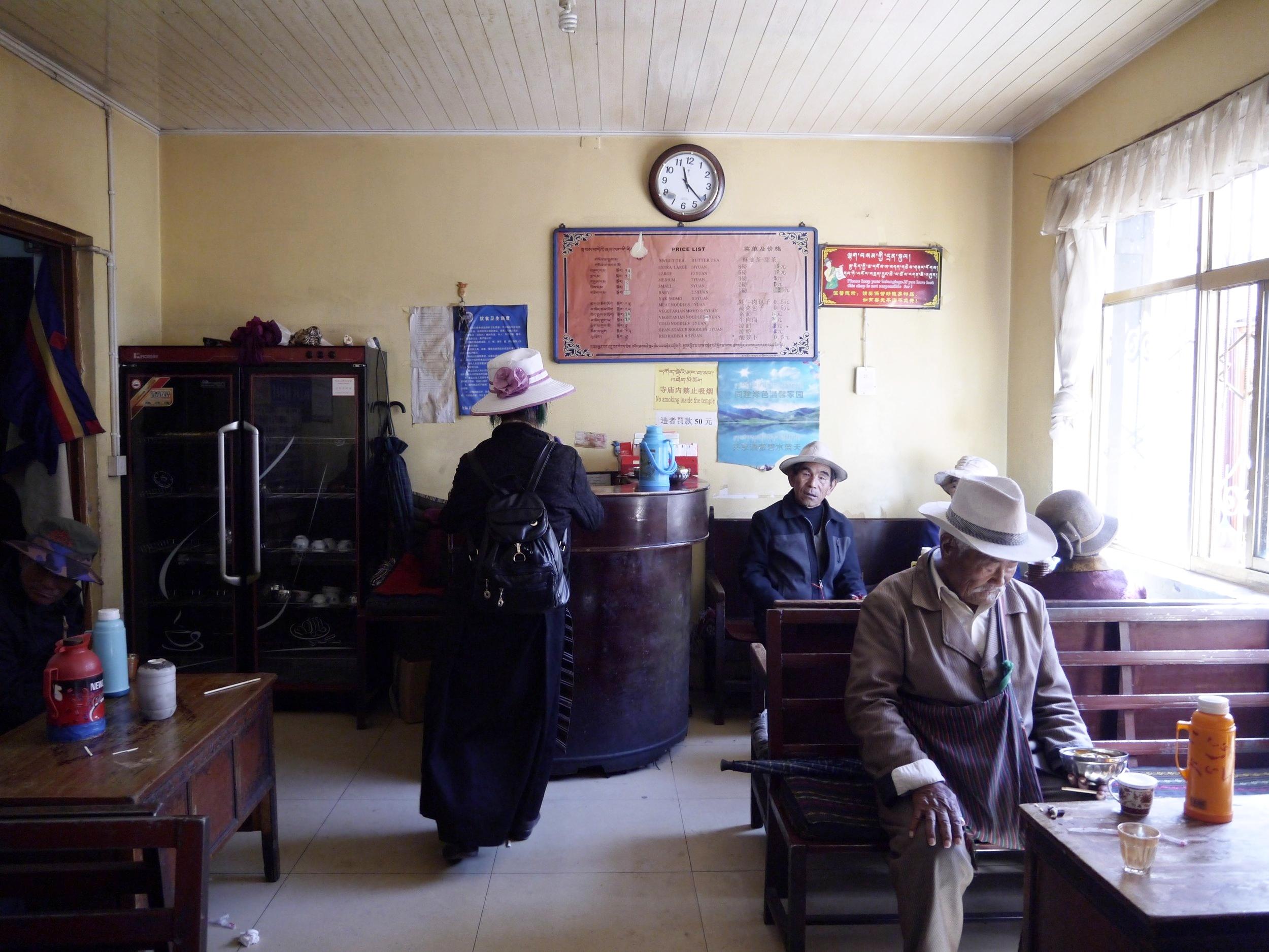 仓姑寺茶馆 I 进来后先是indoor的座位,坐在里头的藏人让人感到仿佛进入另一个世界