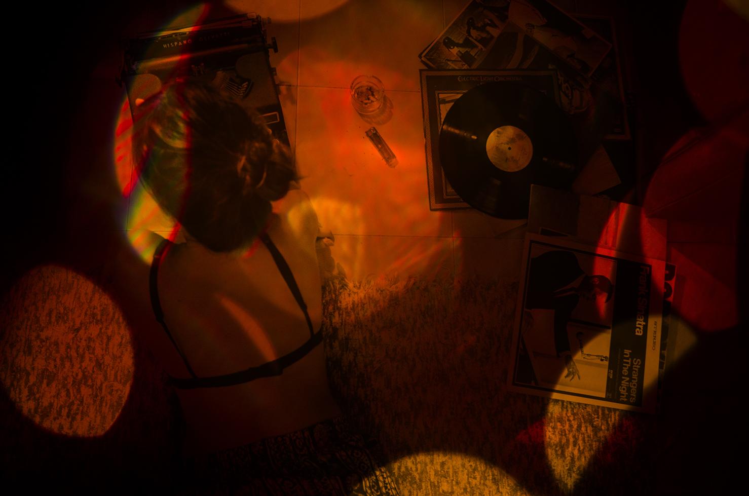 No imagino mi vida sin la experiencia de la música y todo lo que ha causado, lo que ha inspirado;las erizadas al escuchar un tono increible, el tarareo constante en susurro de una canción eterna,las noches de danza que ya no importa si son solas o acompañadas, las trovas que protestan y los poemas cantados...