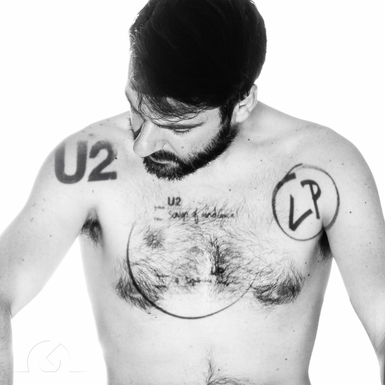 Autorretrato de Antonio Garci, realizado después de asistir a la presentación de apple sobre el disco de U2.