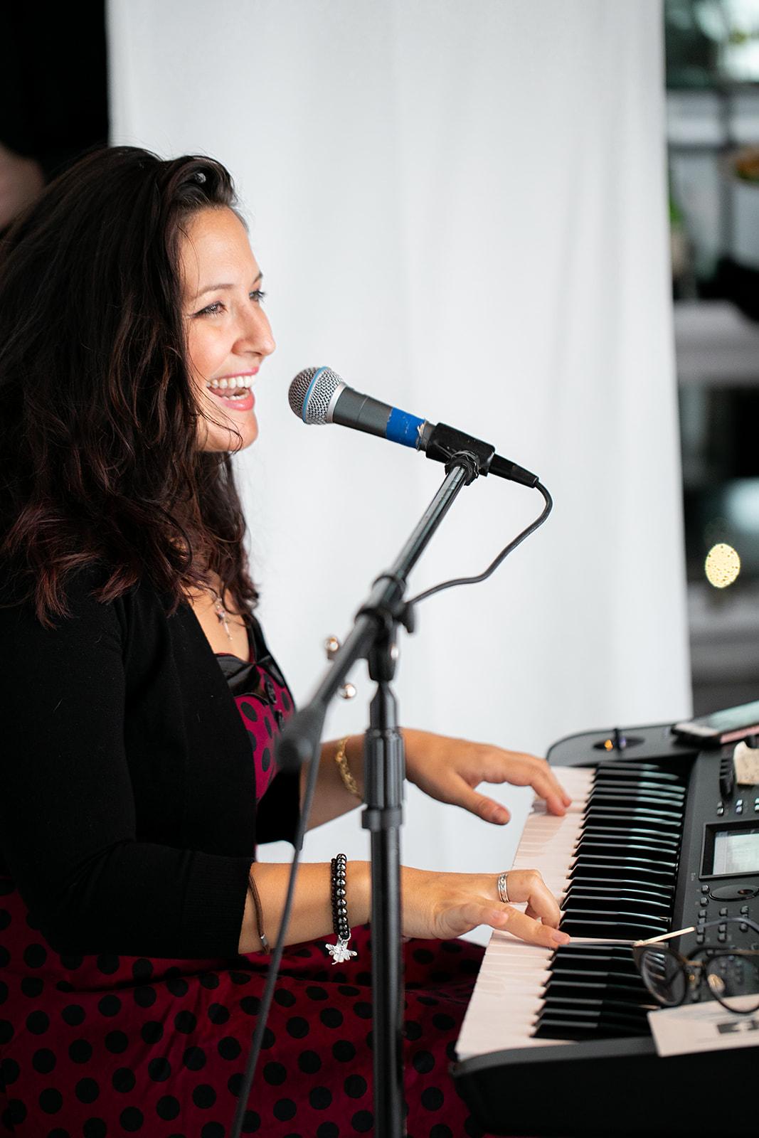 Jazz, Soul, Pop, Country, Folk, Opera, Rock! - A Human Jukebox…..