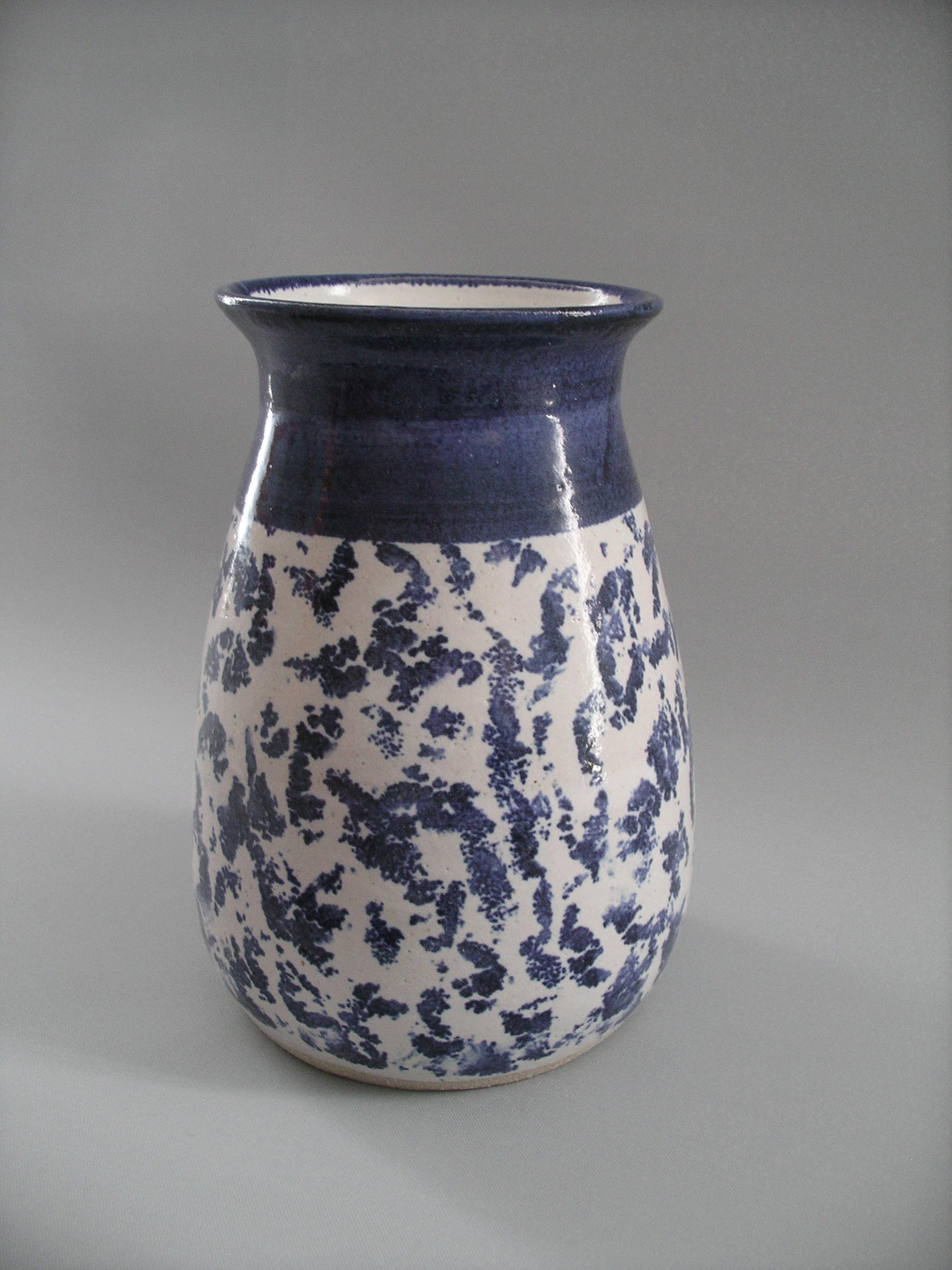 Allan Hemmings website - blue and white vase.JPG