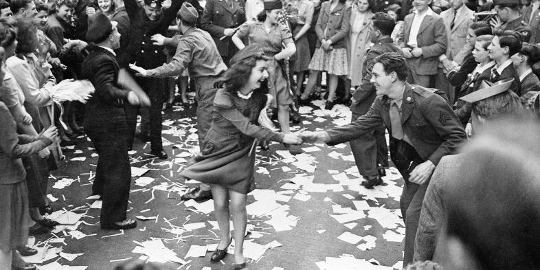 d-day dancing southsea common.jpg