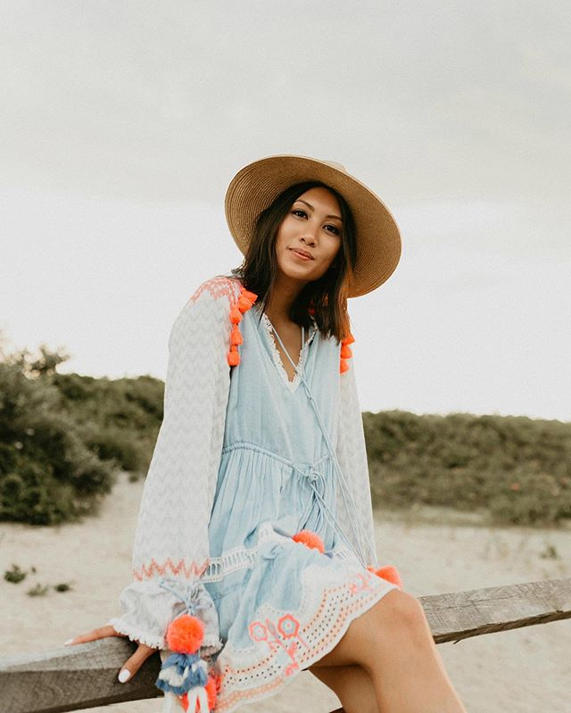 Love a good summer dress, but part of me is excited to get back into denim, boots, and sweaters?! 😬 Anyone else?? // Shop this look & similar styles by following me on my @liketoknow.it page 🛍