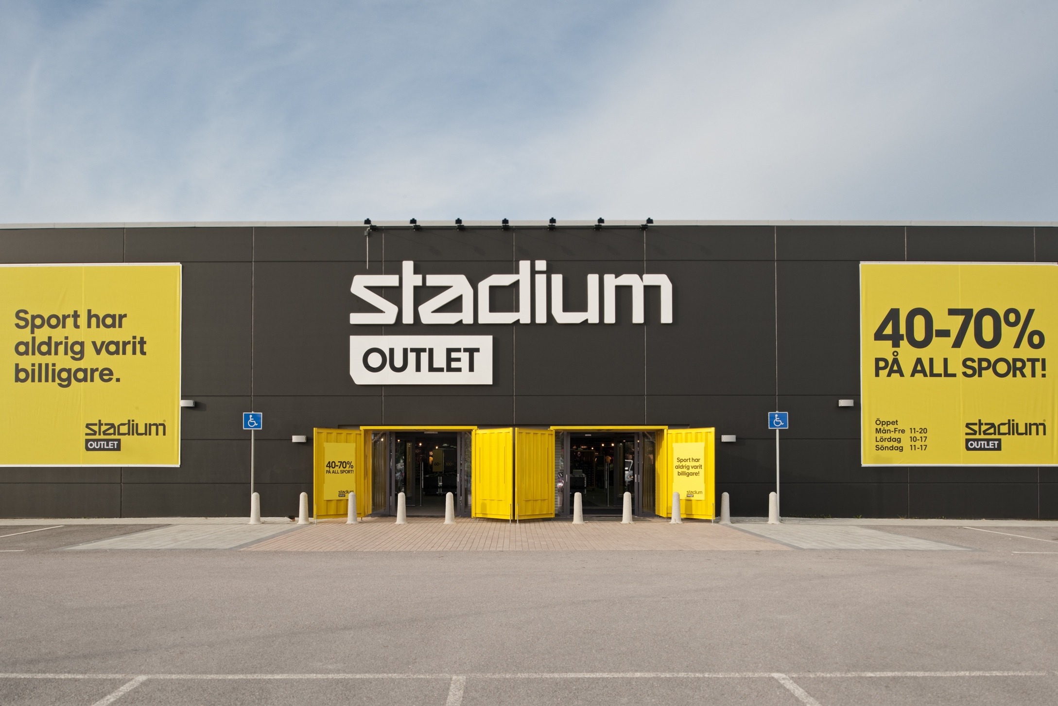Stadium Outlet  /   Assignment at BLINK / Project: retail concept / Role in project: Creative Director