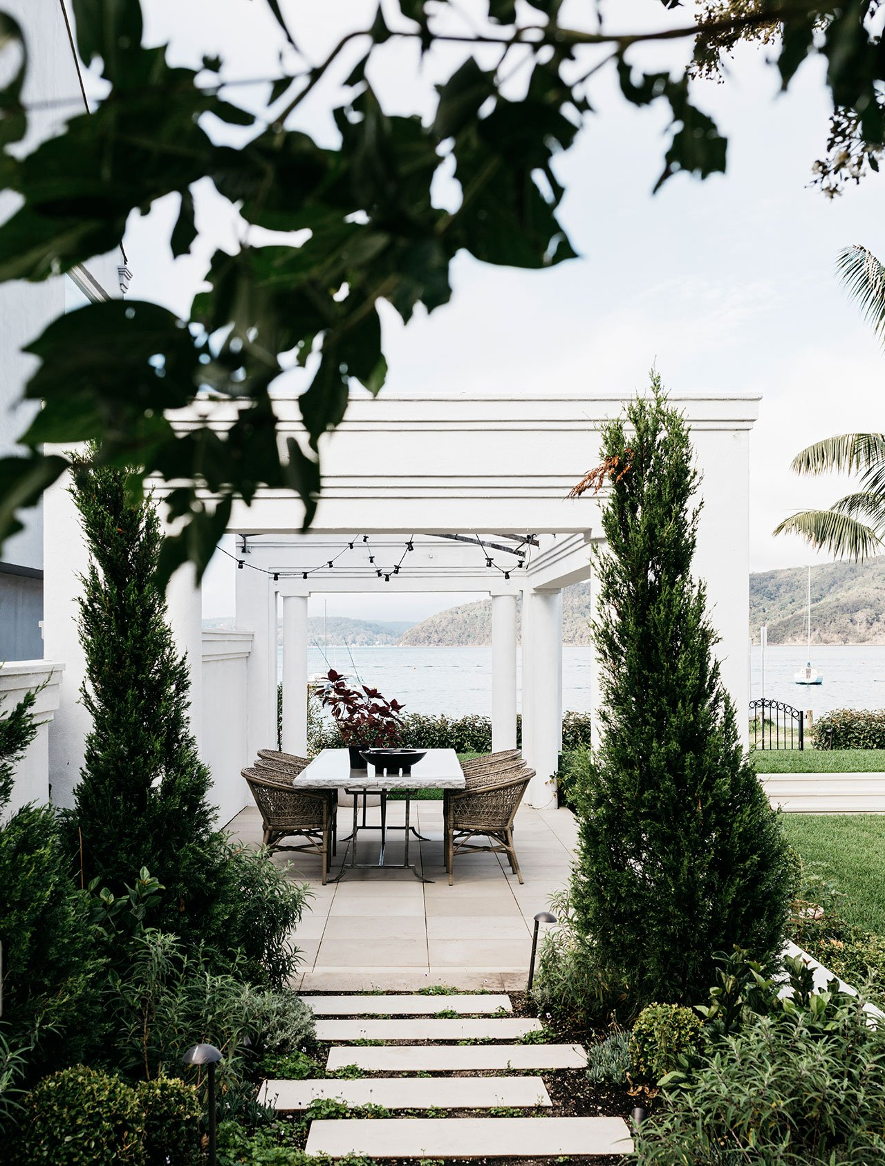 alexander-and-co-palm-beach-house-sydney-australia-10.jpg