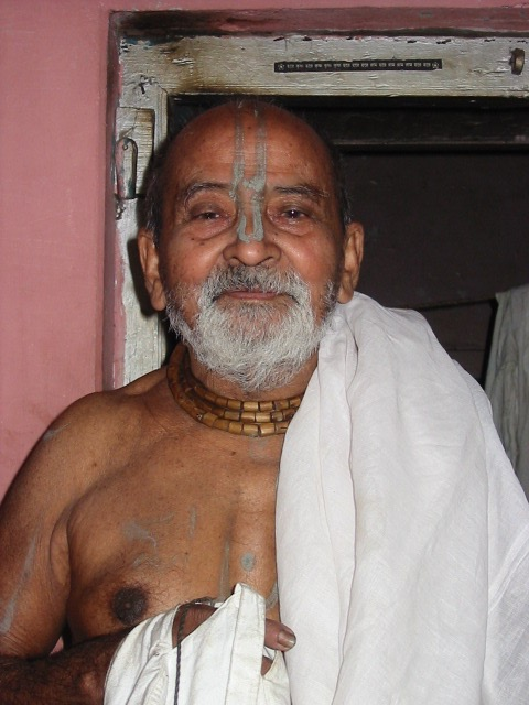 Banamali Dass Baba- This is the Retreat Master that bestowed the title of Paramahansa to Jagadish during retreat in 2007.