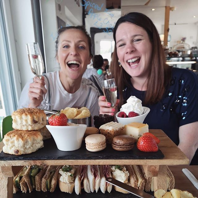 Do you remember that post where I said I needed to cut down on cake?🤔 Thank gawd I've found my running legs again 🥳 . Happy Birthday @samanthajames518 😘 . . . . . #afternoontea #bay5coffee #maternitylife #runmummyrun #happybirthday #maternityleavelife #5monthspostpartum #runbecauseyoucan #onelifeliveit