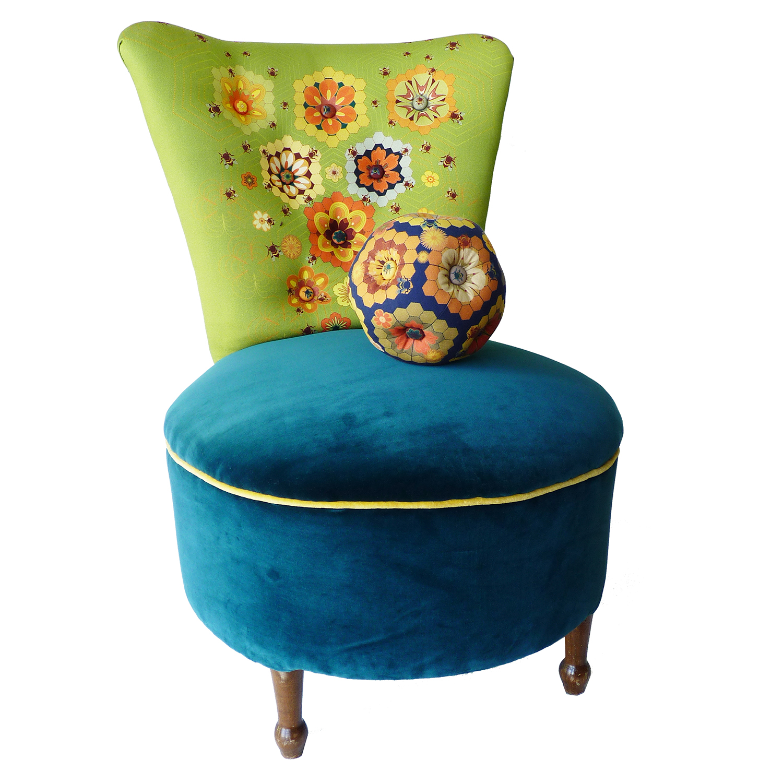Queen bee chair: 80cm high x 58cm wide