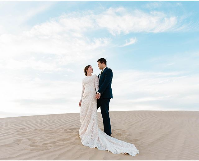 I just blogged this dreamy sand dunes session! If you wanna see more photos follow the link in my bio! 🌼