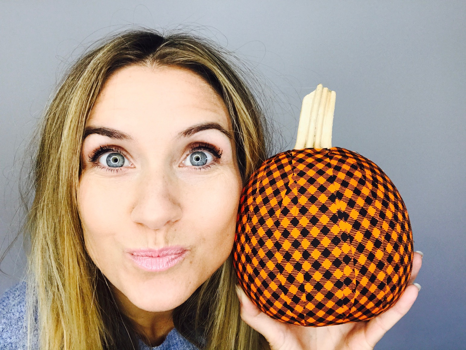 Woah. Extreme close-up. My point here is to show you the relative size of this pumpkin! From start to finish, it took me about 30 mins to create this draped pumpkin!
