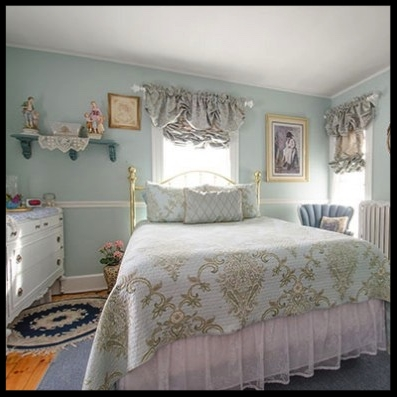 Our bright and cheery French Country Cottage Room offers a queen size bed. You can look out your window and capture a beautiful view of the Clock Tower located on the serene campus of Plymouth State University and the majestic White Mountains.