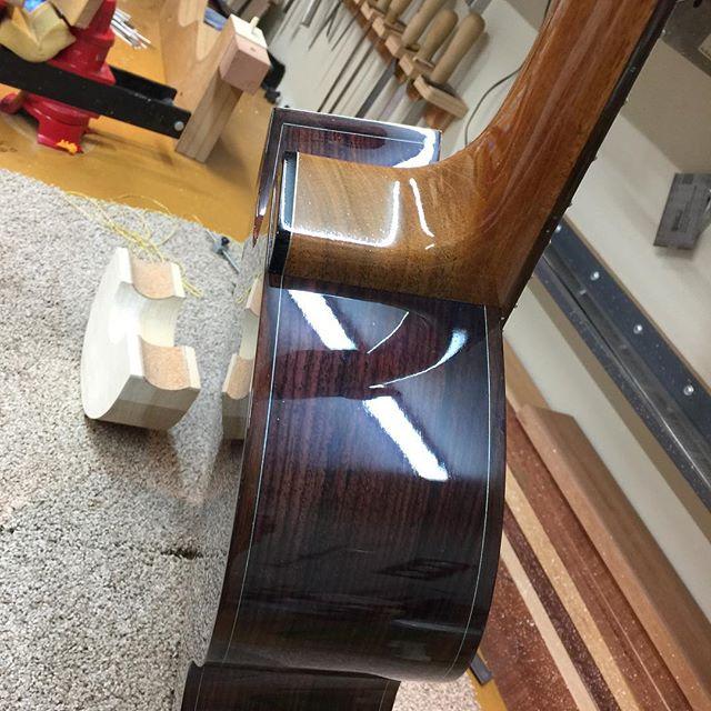Jazz style heel. #guitar #guitarist #livefolk #acoustic #guitargram #luthier #luthiery #luthierlife  #luthierguitars #handmade #acousticguitar #handmadeguitar #handmadelife #woodworker #woodworkersofinstagram #guitarsofinstagram #customguitars