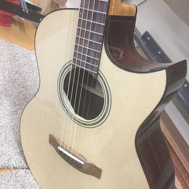 German Spruce top. #guitar #guitarist #livefolk #acoustic #guitargram #luthier #luthiery #luthierlife  #luthierguitars #handmade #acousticguitar #handmadeguitar #handmadelife #woodworker #woodworkersofinstagram #guitarsofinstagram #customguitars