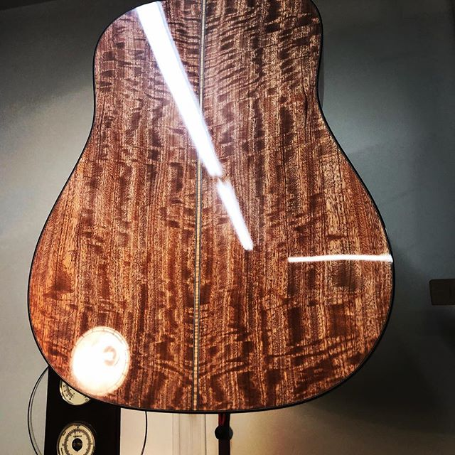 Had to build a dreadnaught. Still wondering why. Martin Company seems to have that base covered real well. But do they offer one in Beeswing Sapele? #guitar#guitarist#livefolk#acoustic#acousticgram#luthier#luthiery#luthierlife#luthierguitars#boutiqueguitars#handmade#acousticguitar#handmadeguitar#handmadelife#woodworker#woodworkersofinstagram#guitarsofinstagram#customguitars