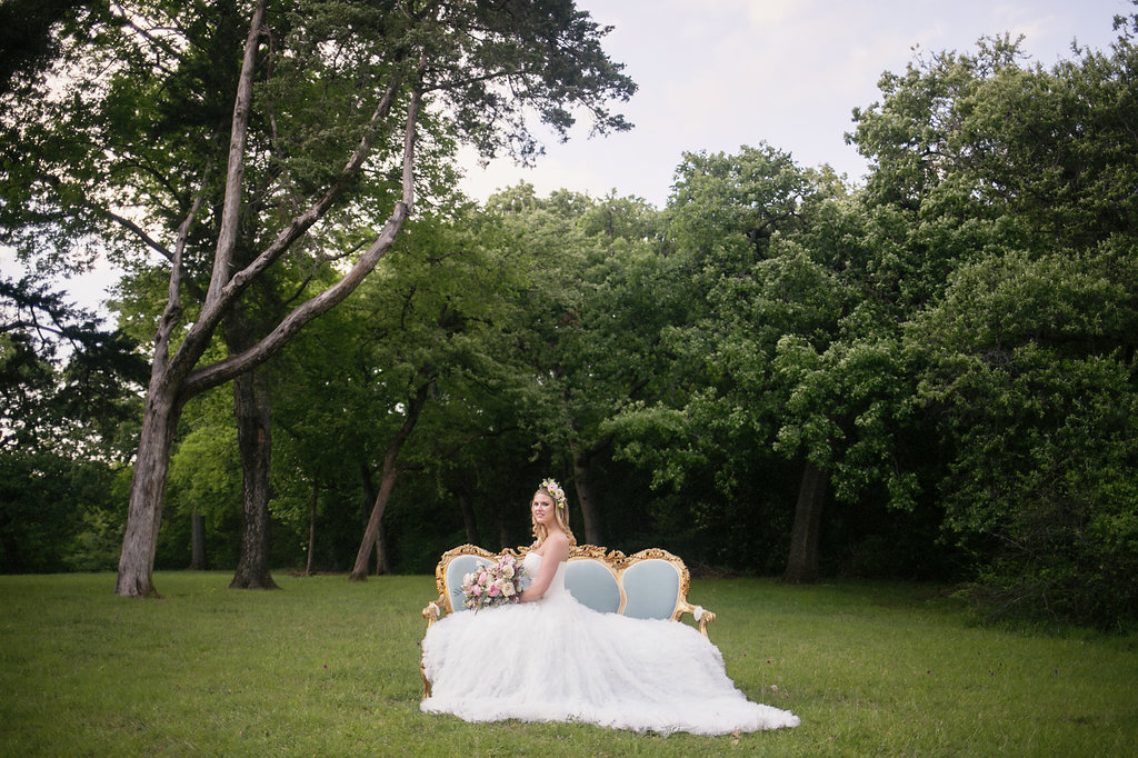 Rent-my-dust-vintage-rentals-bridal-session-14.JPG
