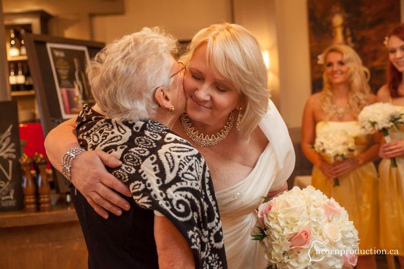 06-bride-hug-mom
