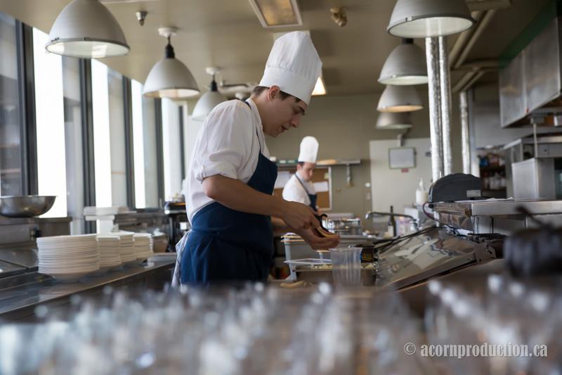 03-canoe-restaurant-toronto-wedding-chef-kitchen