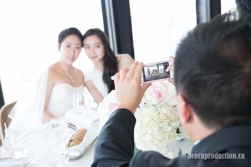 11-canoe-restaurant-wedding-photography-toronto