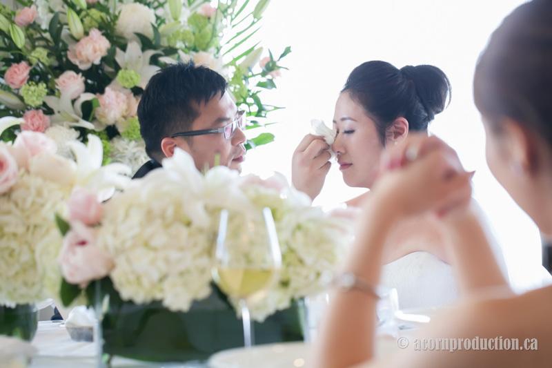 14-canoe-restaurant-wedding-bride-crying