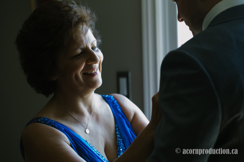 04-close-up-grooms-mother