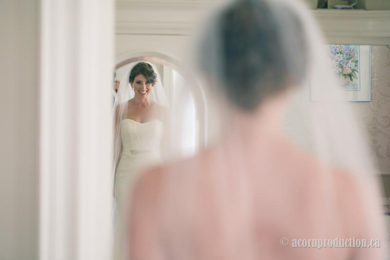 10-bride-looking-mirror-excited