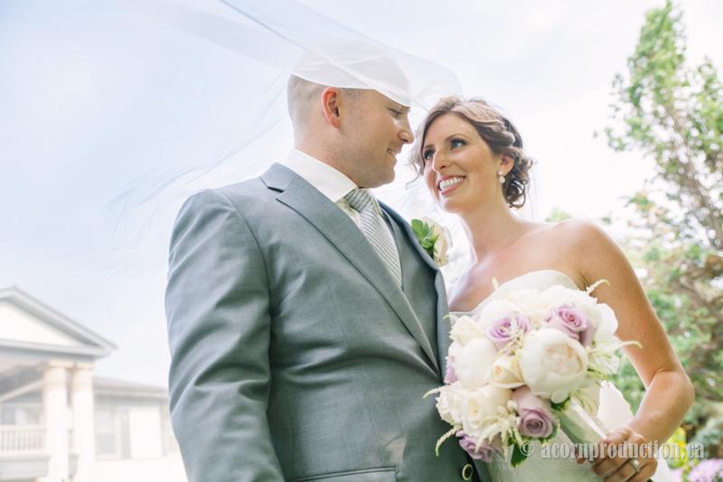 23-bride-veil-groom