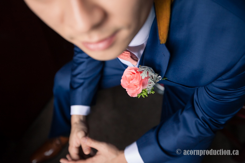 03-groom-pink-boutonniere-closeup