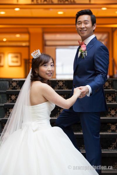 18-groom-holding-bride-hand-stairs-sheraton-parkway-hotel-north-toronto