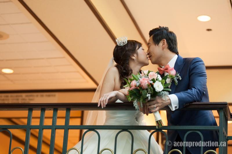 19-bride-groom-kiss-toronto-wedding