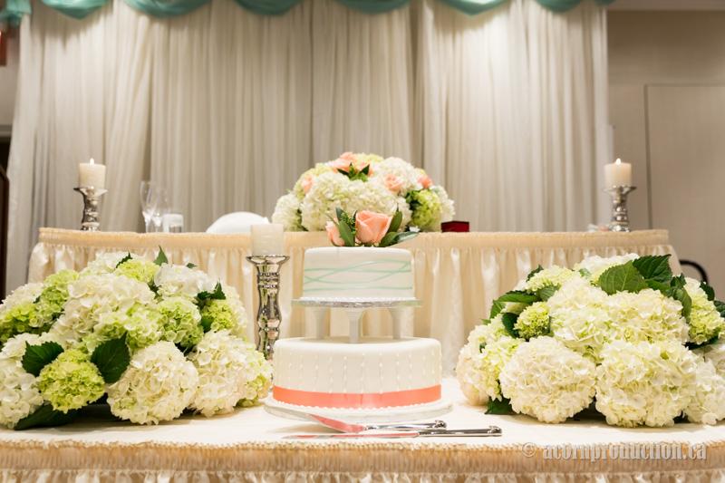 26-wedding-cake-head-table