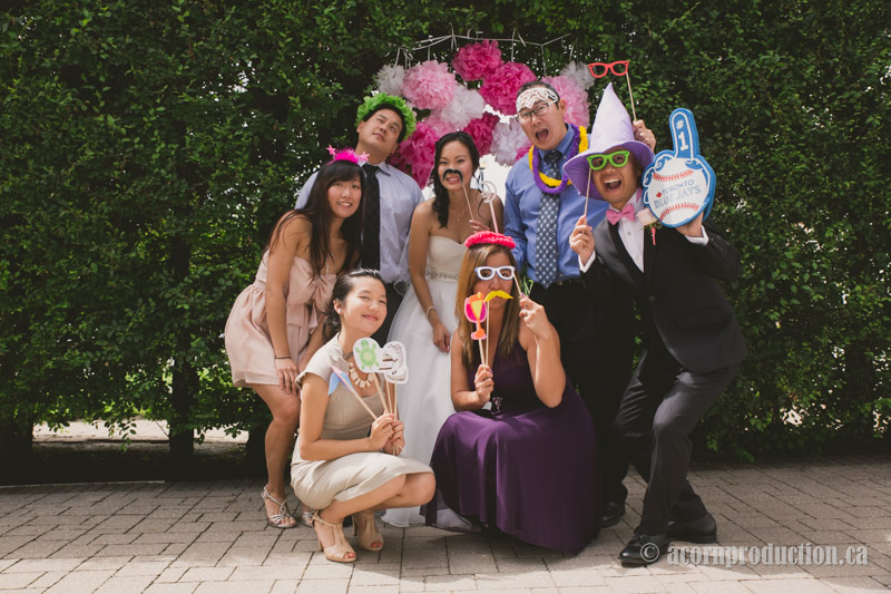 61-outdoor-wedding-photobooth