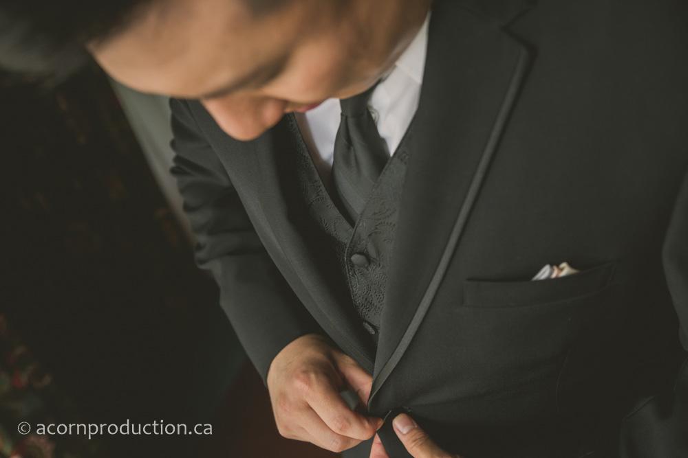 03-groom-getting-ready