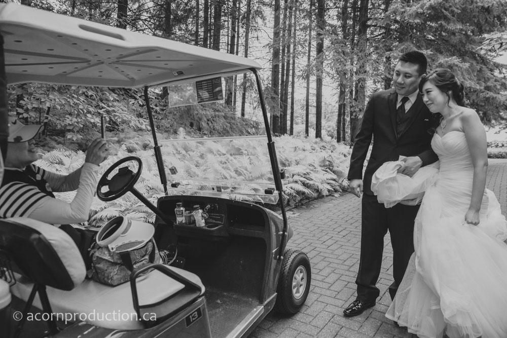12-bride-groom-posing-for-photo