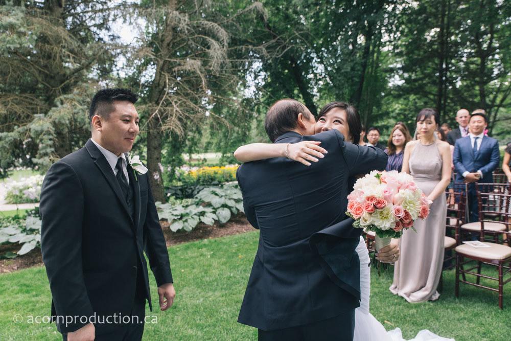 21-bride-father-hug