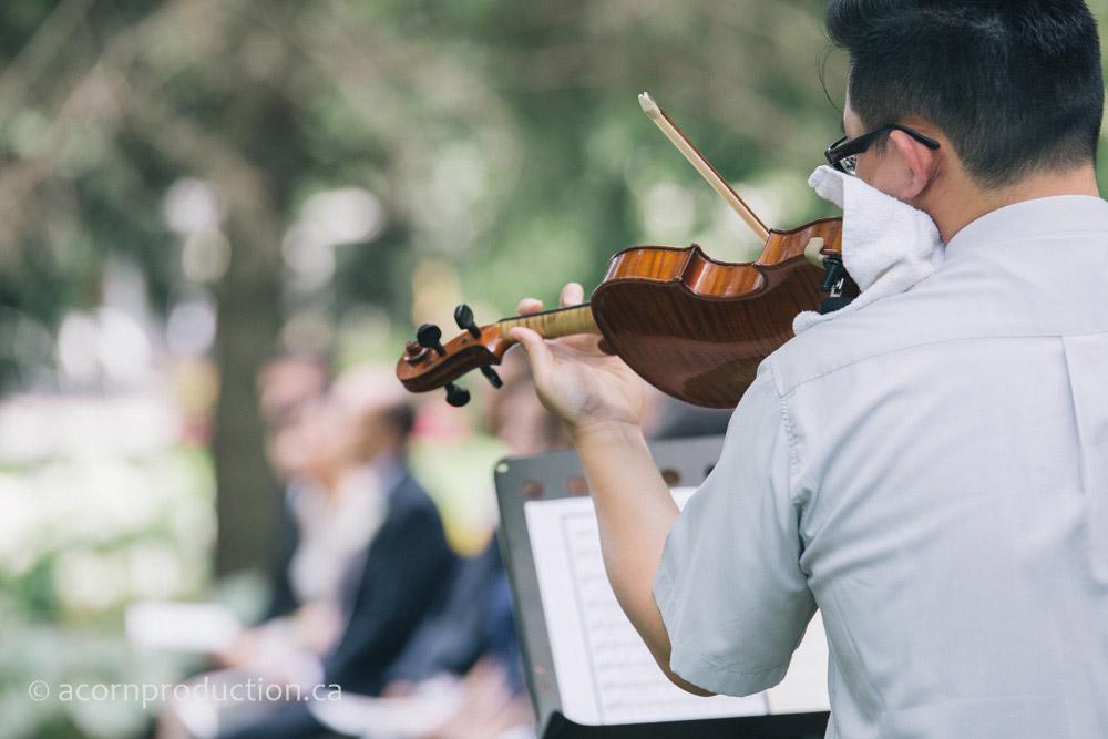 22-volinist-outdoor-wedding