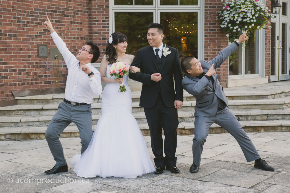 45-wedding-guest-poses