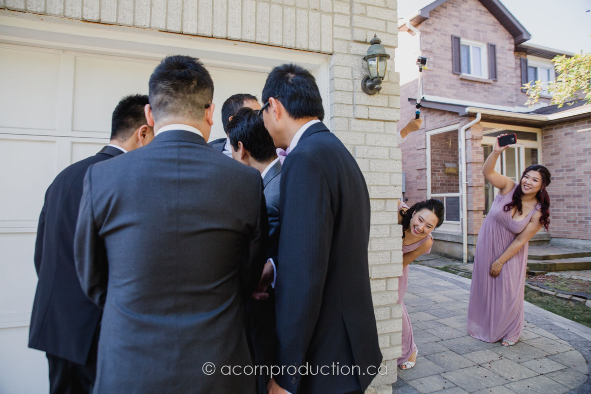 groomsmen-discussion-door-game