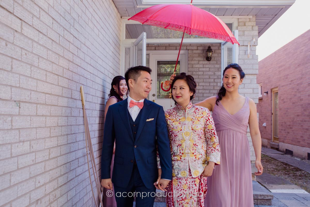 groom-pickup-bride-red-umbrella