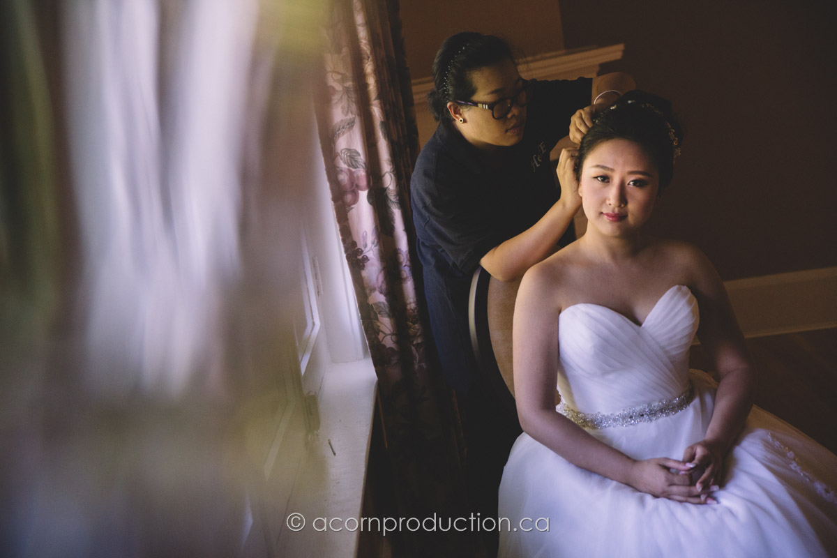 bride-getting-ready-inside-toronto-millar-lash-house