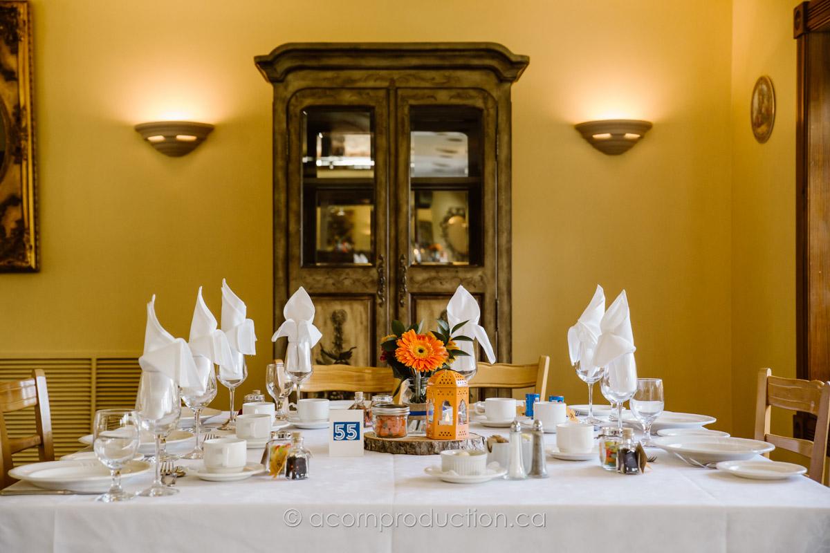 terra-cotta-inn-table-set