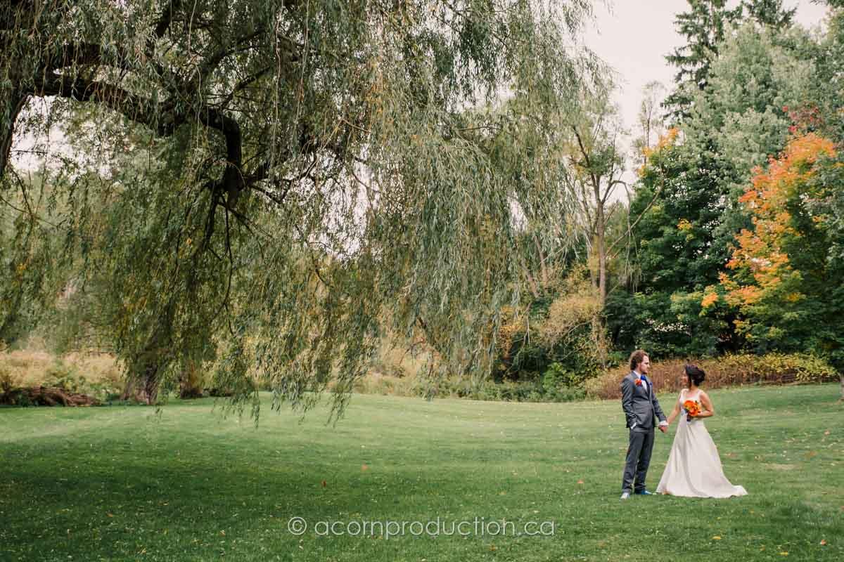 outdoor-wedding-portrait-terra-cotta-inn