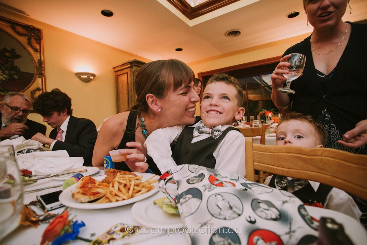 kids-at-wedding-reception